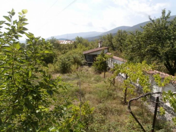 Massive two-storey house in the village of Patalenitsa